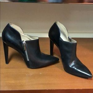 """Michael Kors. NWT. 5"""" bootie. Oh so fine."""